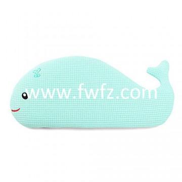La almohada de tela de malla en forma de ballena para bebé