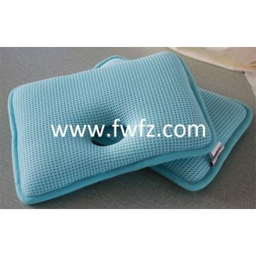 La almohada rectangular de tela de malla con un hueco para bebé