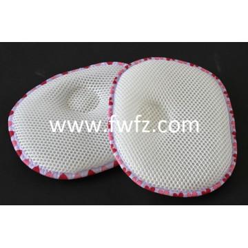La almohada redonda de tela de malla con un hueco para bebé