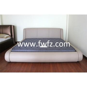 El colchón de tela de malla gris con las dibujos de calabazas guateados