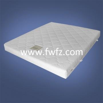 El colchón de tela de malla blanco con las dibujos de nubes guateados