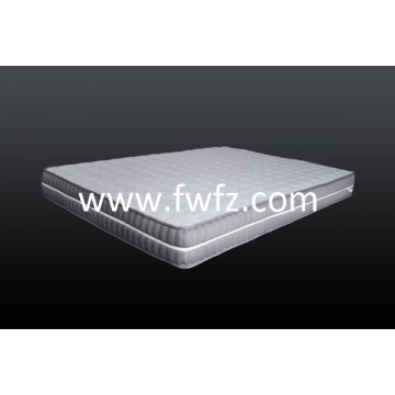 El colchón de tela de malla gris con las dibujos de rombos guateados