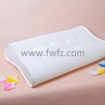 La almohada ergonómica de tela de malla