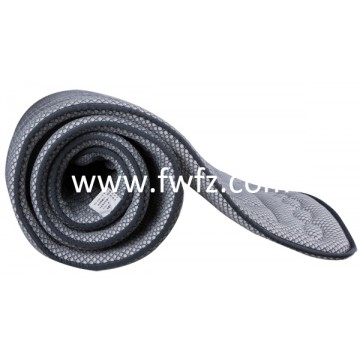 El colchoncillo ventilable y lavable de tela de malla gris